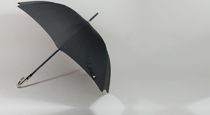 Parapluie grand luxe avec poignée argentée et toile sergé