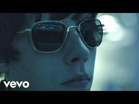 Jake Bugg - Two Fingers  >  'Jake Bugg is an English musician, singer, and songwriter. His self-titled debut album, some of which was co-written with songwriter Iain Archer, was released in October 2012 and reached number one on the UK Albums Chart.'