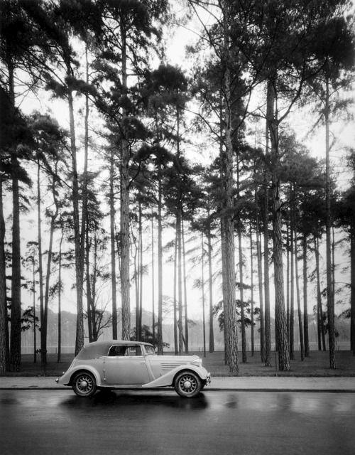 Renault Vivasport, Bois de Boulogne, Paris 1935. Robert Doisneau