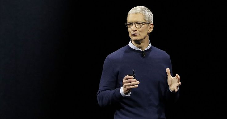 Tim Cook says he knows who's sending out Trump's 3AM tweets - http://howto.hifow.com/tim-cook-says-he-knows-whos-sending-out-trumps-3am-tweets/