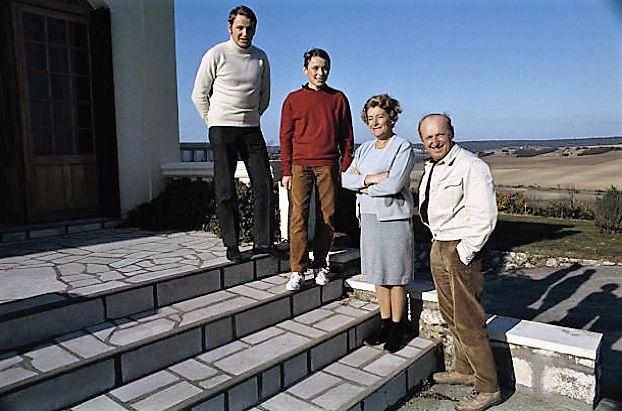 Dominique 18 ans, Philippe 15 ans, Jeanne et André en 1958 Montainville.