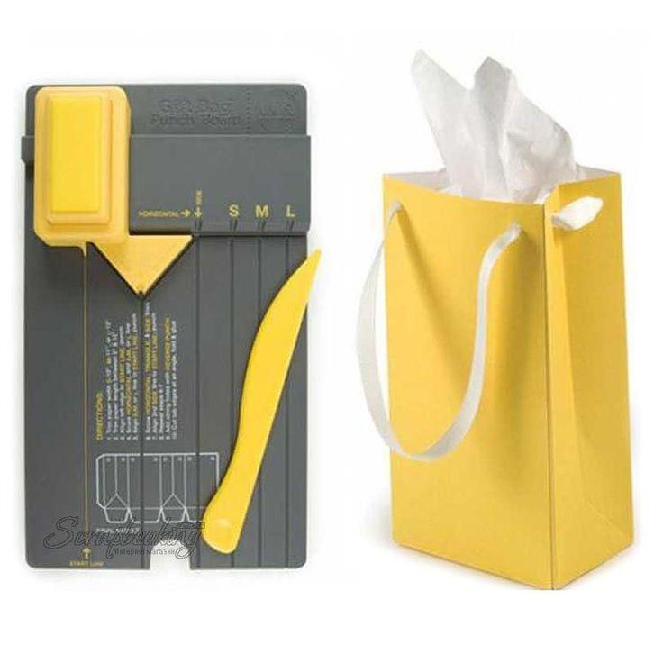 Доска для создания пакетов We R Memory Keepers - Gift Bag Punch Board, размер 13х23 см, 71333. Позволяет создавать пакеты нескольких размеров для ваших открыток или подарков. Включает инструмент для биговки и дырокол