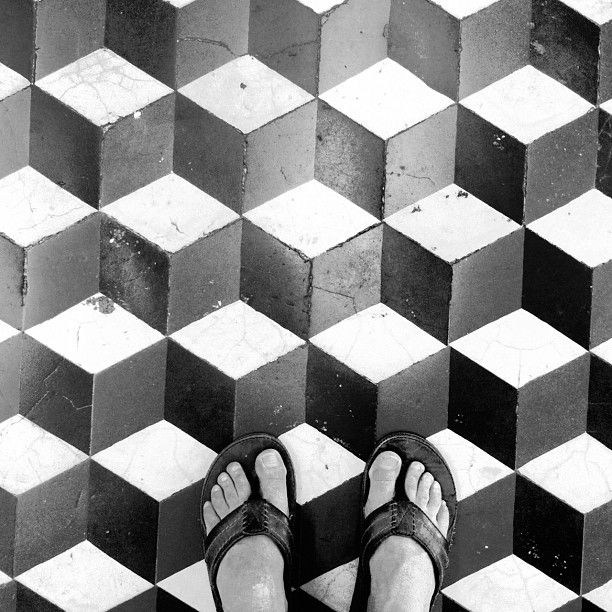 floor pattern: Stain this on to a wooden floor in different shades of brown.