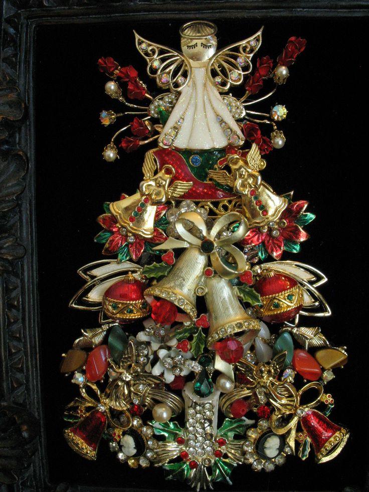 Pretty angel Christmas tree w/bells