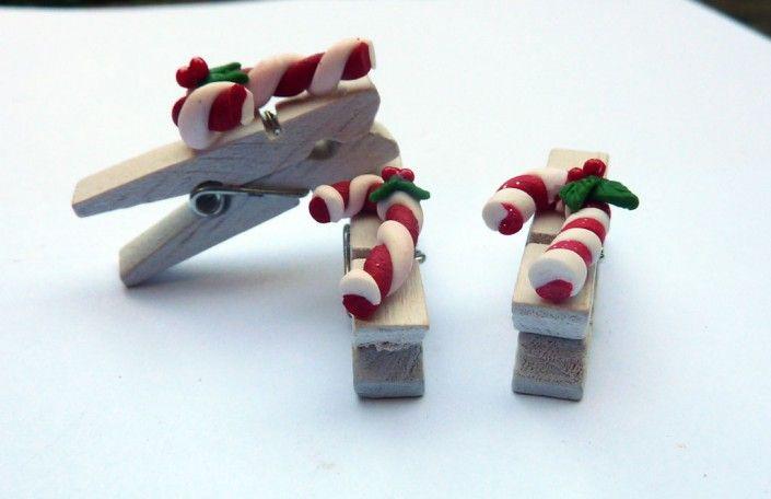 Clothespin with #christmas #candy #canes in #polymer #clay #handmade - Molletta con bastoncini di zucchero natalizi in fimo fatto a mano