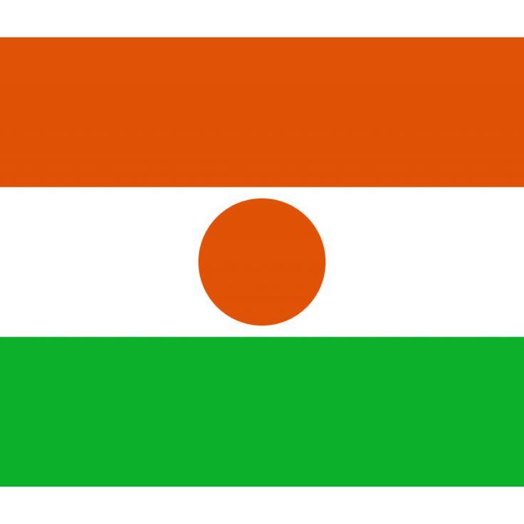 Tafelvlaggen Niger 10x15cm| Nigerse tafelvlag De vlag van Niger is een oranje-wit-groene driekleur met in het midden een oranje cirkel. De verhouding tussen de hoogte en breedte is 6:7, een nogal ongewone verhouding. De reden hiervan is onbekend.