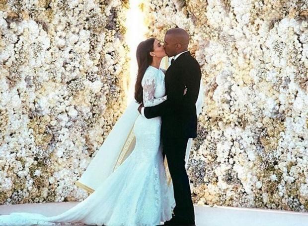 Свадебные платья звезд: В каких нарядах выходили замуж известные невесты https://joinfo.ua/lady/lifestyle/1208649_Svadebnie-platya-zvezd-kakih-naryadah-vihodili.html