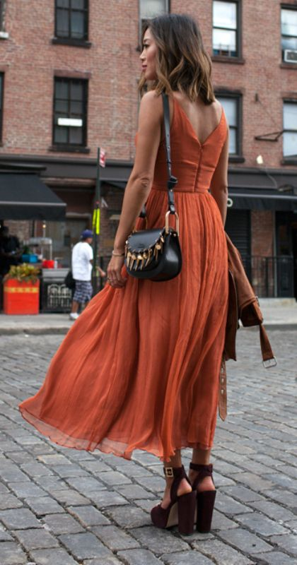 Warme, Gemengde en Donkere kleuren.  Natuurlijke, sportieve (Nonchalante) stijl. Ronde belijningen.