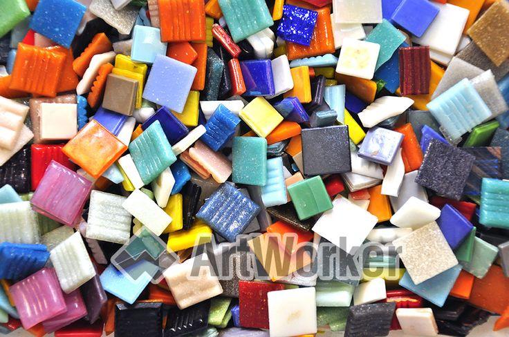Микс из стеклянной мозаичной плитки 20х20, 15х15 и 10х10 мм различных цветов и оттенков. Цена за 1 кг.