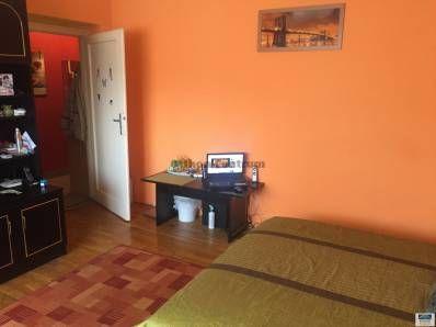 Miskolcon a Győri kapuban egy 49nm-es 2 szobás lakás eladó. Az ingatlan szobáiban parketta a többi helyiségben a burkolat járólap, a meleget a lakásban ...