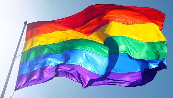 No hay nada librado al azar en el Museo de Arte Moderno de Nueva York (MoMA), ni que hablar sus adquisiciones. El 17 de junio la institución anunció que había comprado el ejemplar original de la Bandera del Orgullo Lésbico, Gay, Bisexual y Travesti (LGBT), que el artista estadounidense Gilbert Baker creó en 1978 en San Francisco.