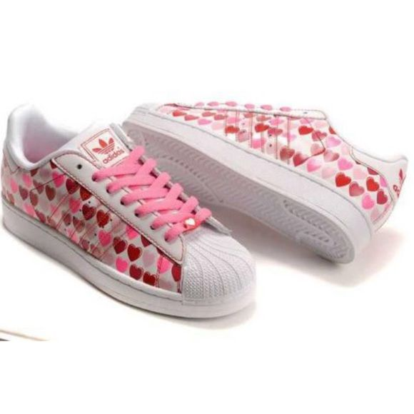 ❤️ADIDAS Superstars ll Hearts❤️ Adorable Adidas superstar sneakers with hearts. White shoes with shades of pink/red hearts. Pink laces. Euc. Women's size 8.5. They match with the track jacket I'm selling. Worn only one time. I'm a 7.5-8 and these are a tts 8.5, so they were too big on me. Adidas Shoes Sneakers