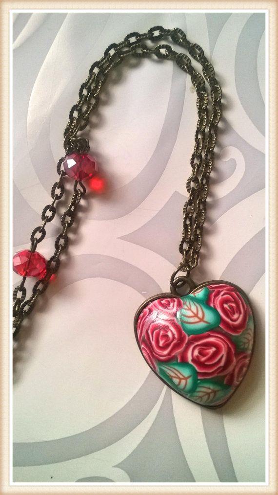 Collana in stile Vintage con cammeo a forma di cuore, realizzato a mano in pasta polimerica con la tecnica della murrina millefiori. Catena