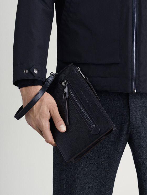 836361eb8 Los complementos de hombre AW 17 de Massimo Dutti, imprescindibles en su  vestidor: bandoleras, relojes, gemelos, corbatas, pulseras, pajaritas y  bufandas.