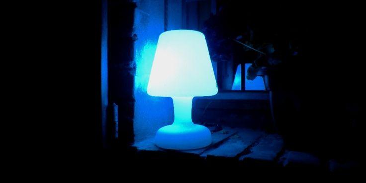 lampada a led a batteria adatta per l'uso esterno