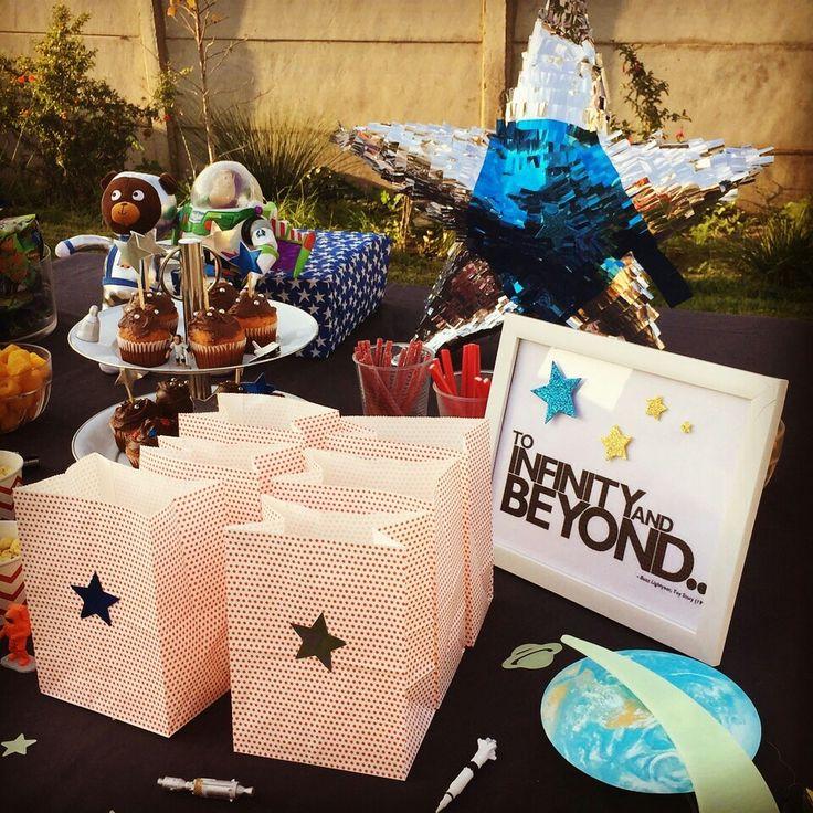 Mesa para cumpleaños de estrellas, cohetes y astronautas blast off birthday !