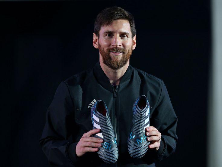"""Lionel Messi presentó sus nuevos botines y aseguró: """"Los premios individuales no son mi objetivo"""""""