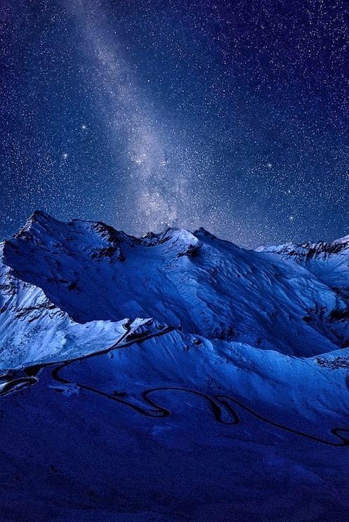 LAS MONTAÑAS  LA NOCHE LA VÍA LÁCTEA Milky Way Over SiberiabyVíctoron 500px / Love Your Mother