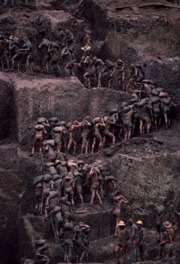 Sebastião Salgado, Serra Pelada gold mine, Brazil, 1986