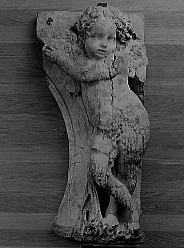 Florentin Dominique (dit), Ricoveri Domenico, Del Barbiere Domenico; Picard Jean, le Roux (dit). Sculpture enfeu; partie d'ensemble. Génie funéraire Le Louvre.- A Troyes, Dominique Florentin figure pour la 1° fois dans les archives en 1541. Il est parrain du fils du peintre Pierre Pothier. Cependant cet évenement ne prouve en aucune façon qu'il réside à Troyes à cette date, tout juste qu'il s'y rende à cette époque.