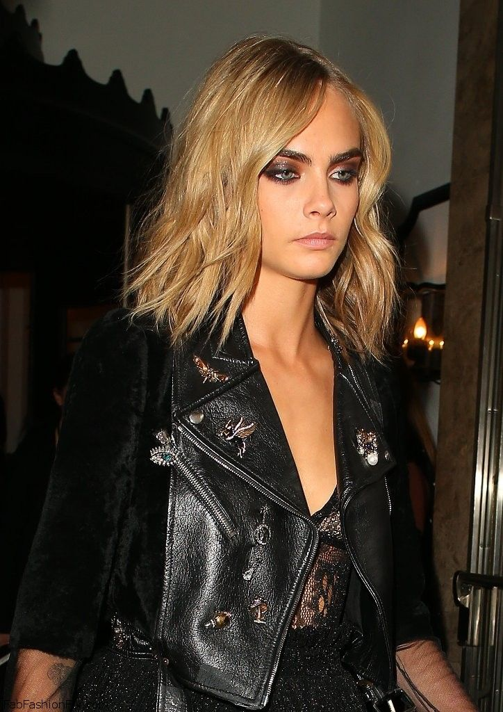 Gorgeous Cara Delevingne with soft wavy hairstyle, metallic smokey eyes, nude…