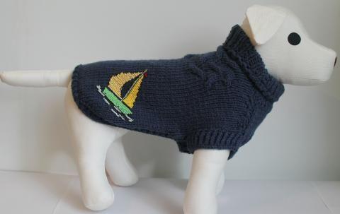 Ručne pletený sveter s výšivkou loďky