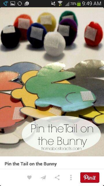 De kindjes moeten het juiste kleurtje van de staart op het juiste konijntje plakken. Ze trainen hiermee hun kleurenkennis.