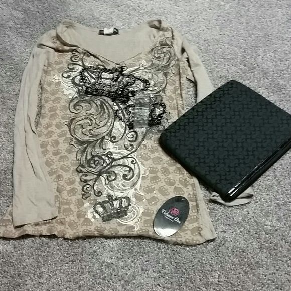 NWT Crown and Gold long sleeve top Sz M Super trendy and the perfect layering top. Brand new. No trades no PP please dont ask! Volume One Tops Tees - Long Sleeve