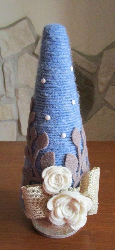 Albero in stile shabby chic realizzato con cordoncino in lana e fiori in feltro, by La casa dei gufetti, 30,00 € su misshobby.com