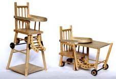 Kinderstoel waar je een tafel en stoeltje van kon maken, bij ons zat er ook nog een potje in.