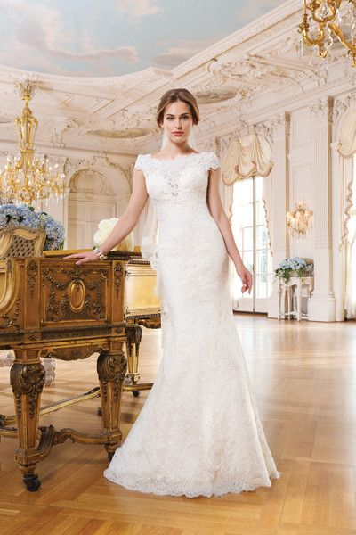 Class and #sophistication all the way with this timeless gown from @lwbridal