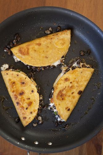 Crunchy Black Bean Tacos: Crunchi Black Beans Tacos, Sour Cream, Meatless Mondays, Fun Recipes, Mr. Tacos, Acorn Squashes, Mexicans Dishes, Tacos Tuesdays, Mr. Beans