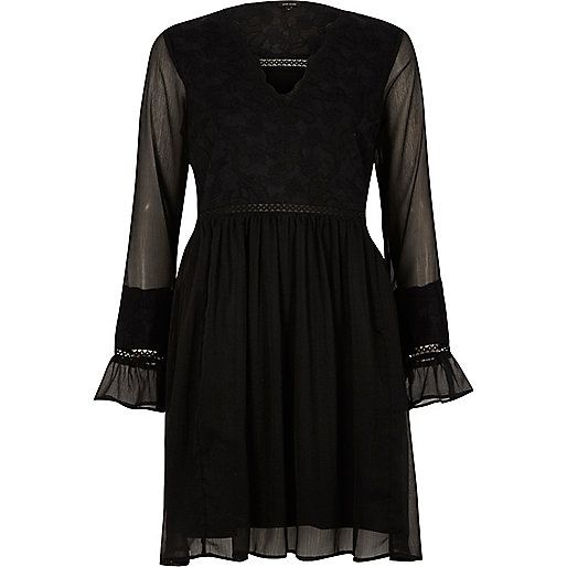 Woven crepe fabric Lace bodice Long sheer sleeve with frill cuff V neck Partially lined Smock style Our model wears a UK 8 and is 175cm/5'9'' tall