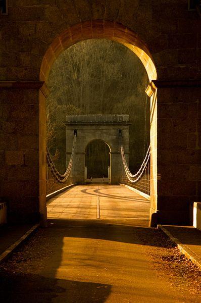 Stádlecký most | Stádlec Poslední dochovaný řetězový most na našem území a zároveň ojedinělý most svého druhu v celé Evropě. Byl postaven v letech 1847–1848 u Podolska, v letech 1960–1975 rozebrán a přemístěn na dnešní místo na Lužnici.