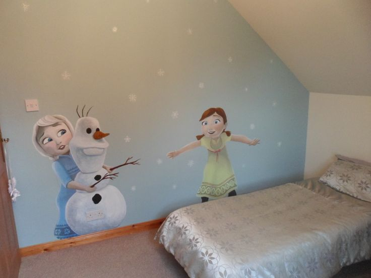 Mural of frozen girls when they were children.