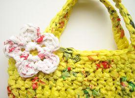 How-Tuesday: How to Make Plarn & Crochet an Eco-Friendly Tote Bag. I ...