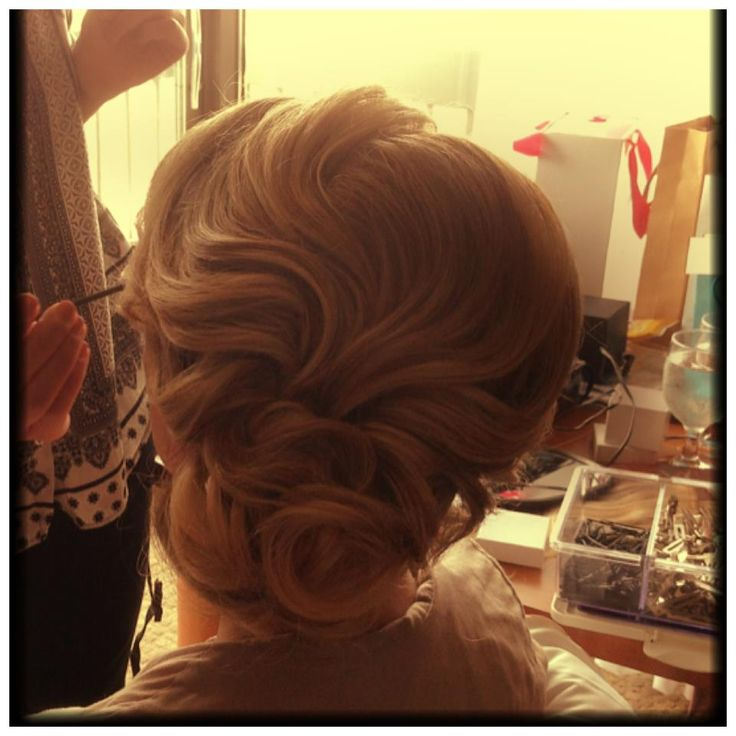 Gorgeous Vintage hairstyle <3 maybe for the play or homecoming