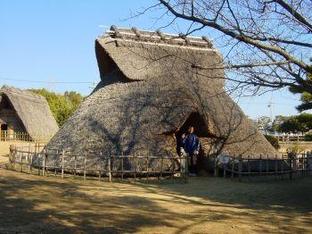 蜆塚遺跡 縄文時代の竪穴式住居(復元)