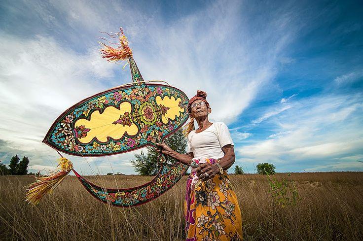 WAU BULAN(kite) by Norhisyam Ibrahim - People Portraits of Men
