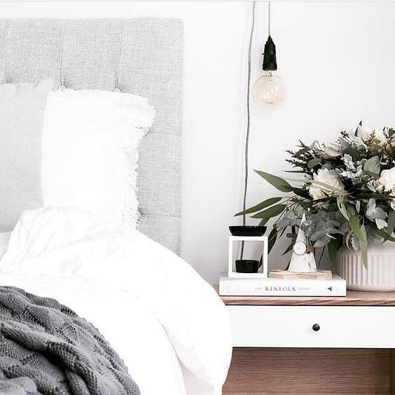 Bedside goals  via @simplestyleco . . . . #beanhomebody #bedroominspo #nativeflowers #grey #monochrome #interiordecor #bedroomgoals #interiorinspo