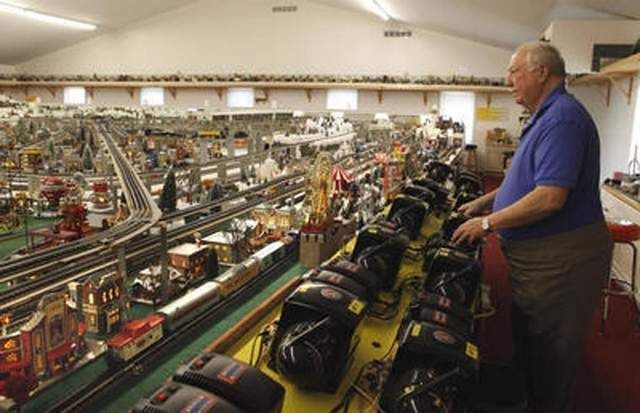 Lionel Trains Mile Long Lionel Train Set Fills 21 Car Garage At Oxford Ohio Home 3