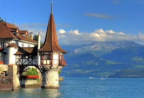 vacation travel photos - Oberhofen Castle and Thun Lake, Switzerland