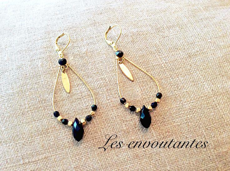 Boucles d'oreille dorées goutte en cristal noir et ses perles dorées, strass noir brillant : Boucles d'oreille par les-envoutantes