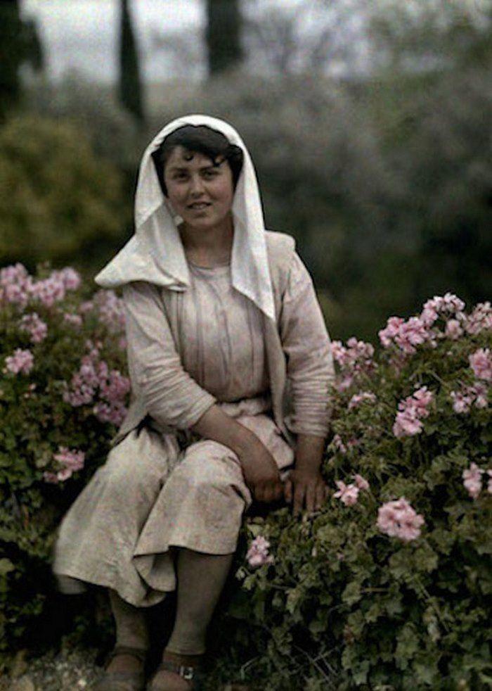 Ο φωτογράφος και ανταποκριτής του National Geographic Maynard Owen Williams, ταξίδεψε στην Ελλάδα το 1919 και αποτύπωσε την τραχιά ομορφιά ...