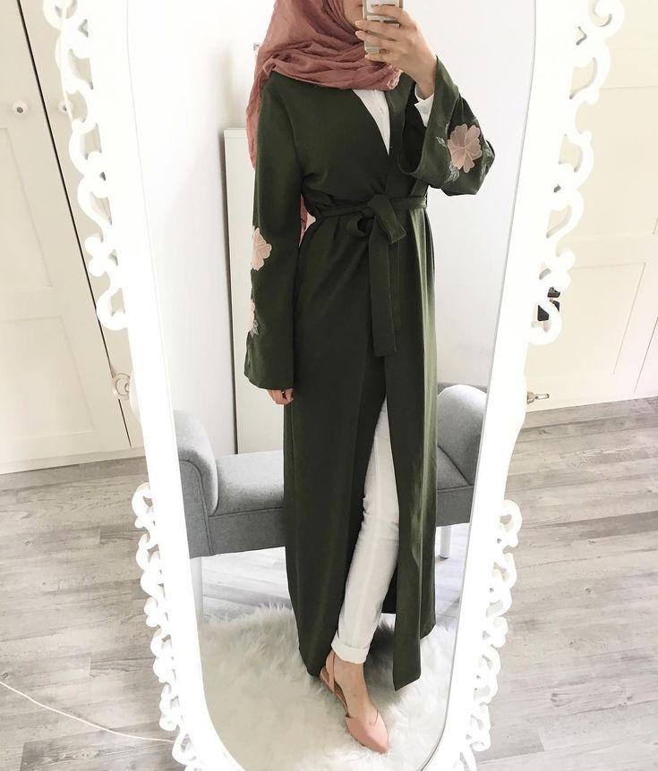2,851 vind-ik-leuks, 27 reacties - Ebru (@ebrusootds) op Instagram: ' The beauty you see in me is a reflection of you. - Rumi   Abaya  @difyelken  Hijab …'