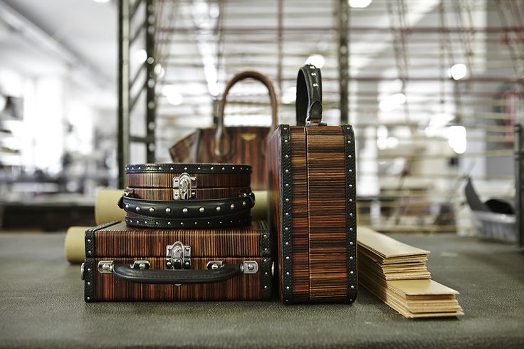 Wood effect leather for the new #Bertoni1949 women's Collection.