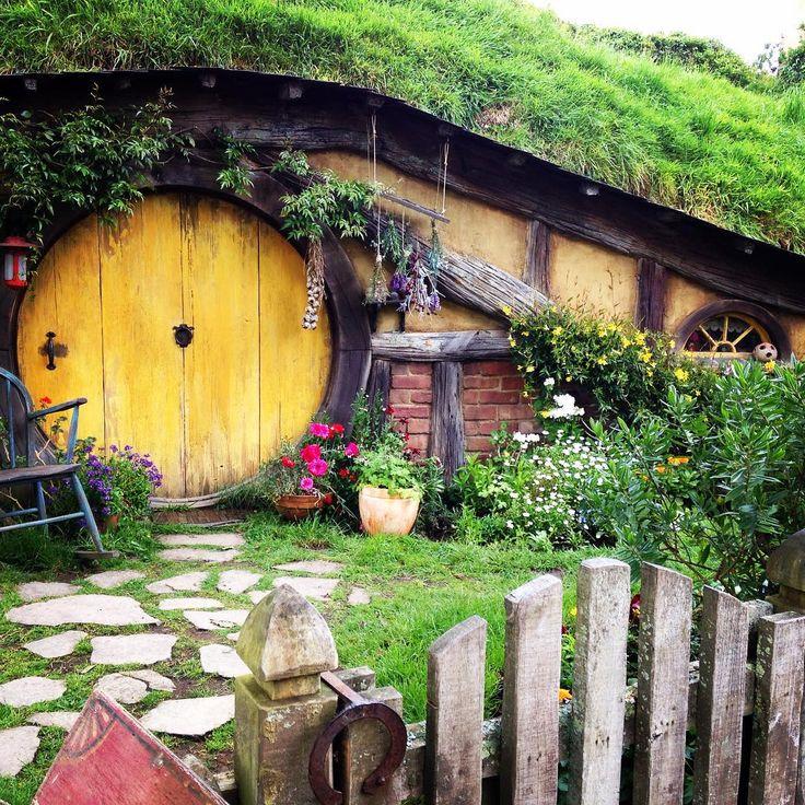 Look!!! Awesome place!! #hobbiton #vickisnewzealandadventure