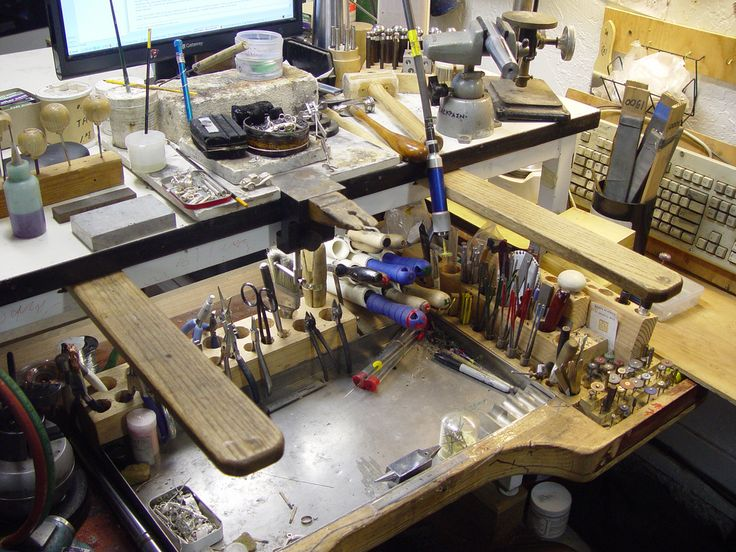 Gary's Home-made Jeweler's Workbench.  I just got it all cleaned up. This is a 4foot by 3foot metal table with laminated hardtop and welded corners. (rock solid)  I didn't like this table at first because it wasn't a 'Jeweler's bench'...Truth is, most all the work is done on the bench pin not the table top. AND the rest of the bench top is, well, its just a table.  So with the pull out tray on the bottom with all the tools I'm not sad to have a real bench anymore.   I put heavy blocks under…