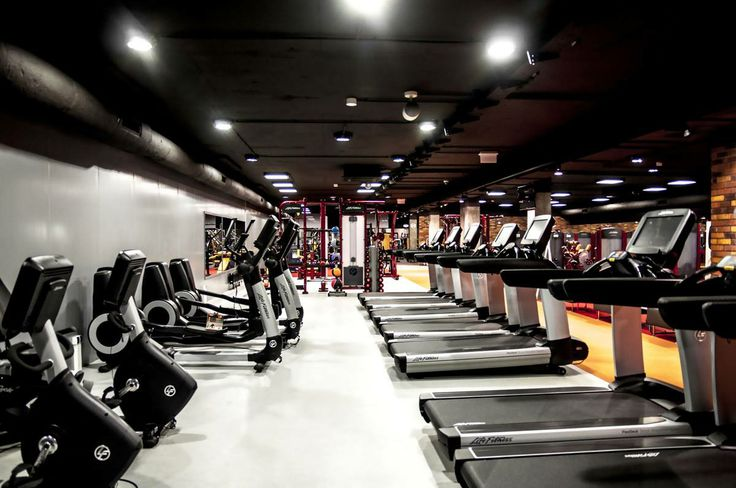 Centrum Formy w Dąbrowie Górniczej. Wyposażenie: Life Fitness