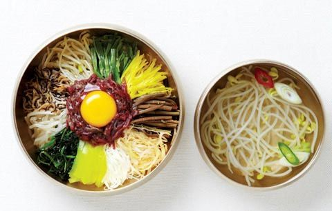 Bibimbap (비빔밥): Rice topped with seasoned vegetables (나물), red chilli pepper paste (고추장) and an egg (달걀) / Kongnamul guk (콩나물국): Clear bean sprout soup